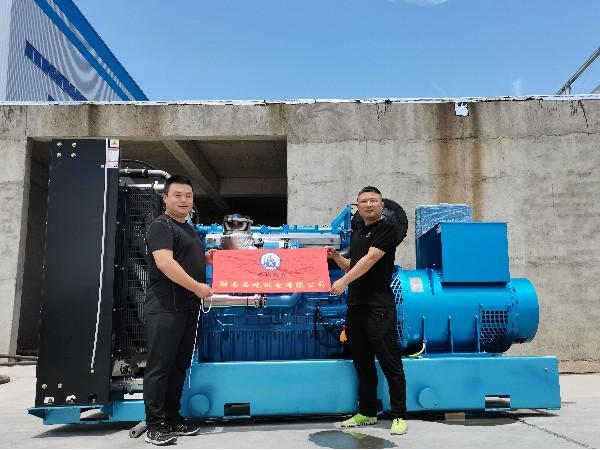 600kW潍柴原装发电机组抵达岳阳安装调试成功